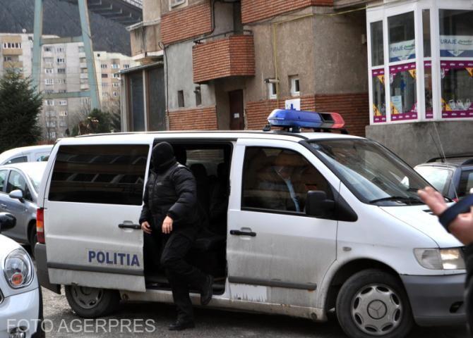 Persoane între 17 și 23 ani, ascunse și obligate să se prostitueze