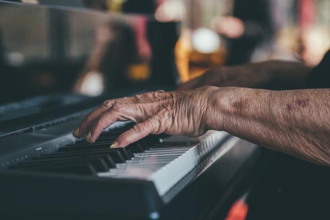 O pianistă franceză de 106 ani va lansa un nou album / Sursă foto: Pixbay