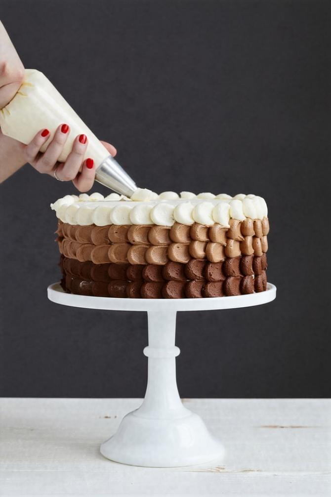 Prăjitura Kati, cu bezea, ciocolată și biscuiți. Rețetă CREMOASĂ, de care nu te mai saturi, FOTO cu rol ilustrativ