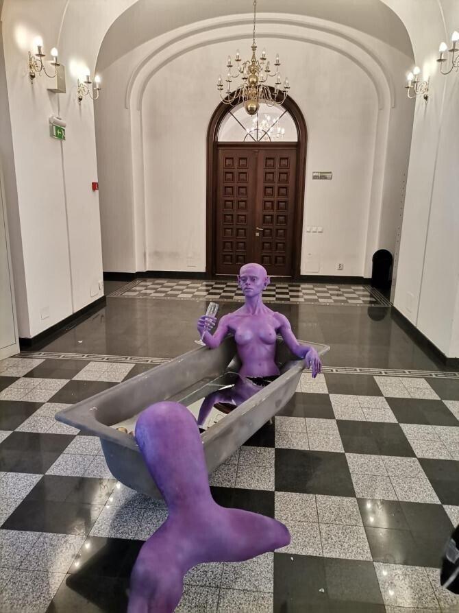 """Președintele Uniunii Artiștilor Plastici din România, Petru Lucaci, a vorbit EXCLUSIV pentru DC NEWS despre expoziția """"Dincolo de canon. Noua sculptură azi"""" de la Primăria Sectorului 1."""