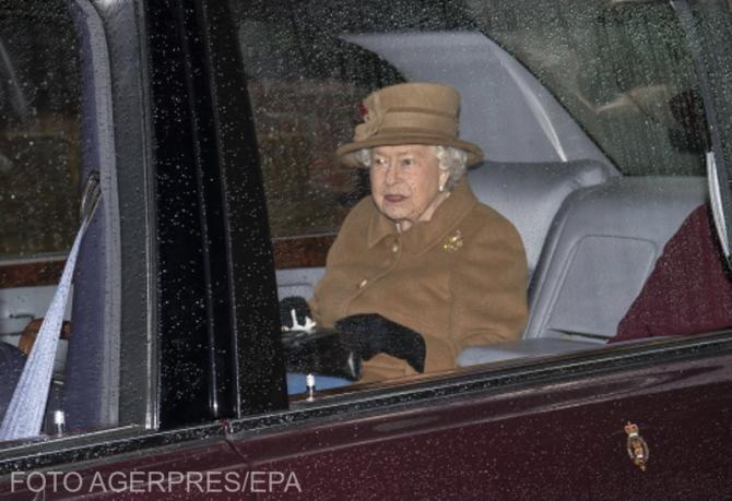 Regina i-a rugat pe britanici să se vaccineze când au ocazia