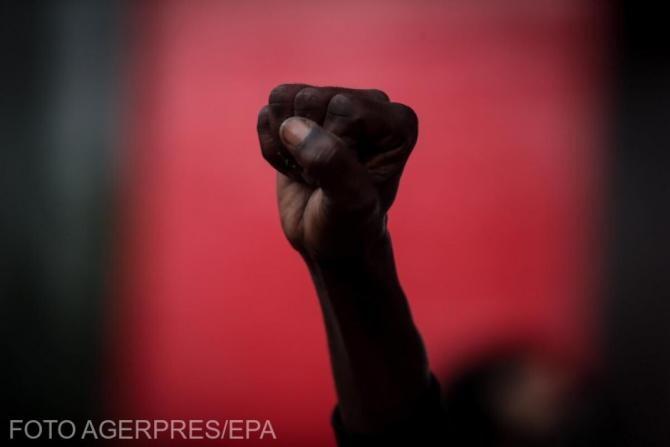 Săptămâna Modei de la Milano: Ținute confortabile cu mesaje politice 'Black Lives Matter'