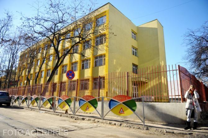 Școlile se redeschiseseră pe 8 februarie pentru copiii de grădiniță, elevii de școală primară și cei din clasele terminale