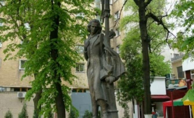 """Un scuar din Cernăuți a fost denumit """"Mihai Eminescu""""  /  Sursă foto: Bucpress.eu"""
