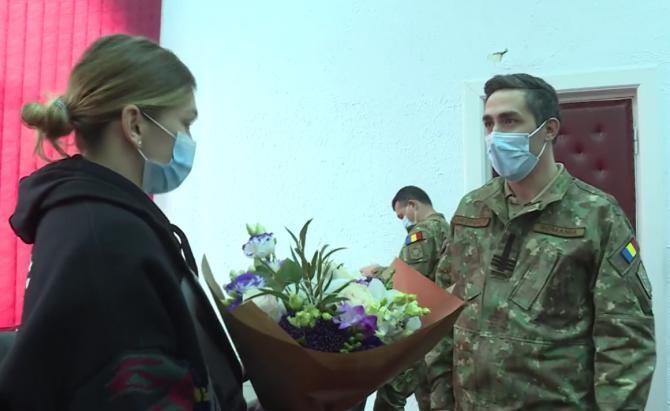 Valeriu Gheorghiță i-a dăruit un buchet de flori Simonei Halep  / captură foto Clip Vaccinare