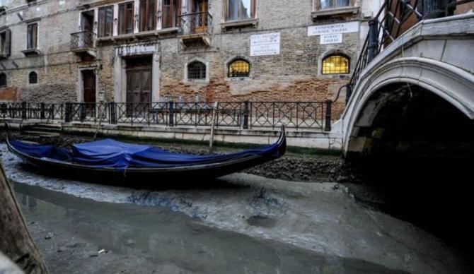 Canalele Veneției au secat  Sursa foto: Twitter