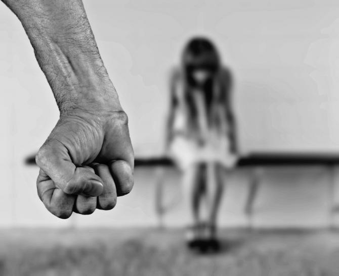 Femeile şi bărbaţii, egal vinovaţi de violenţă domestică. Sursa: Pixabay