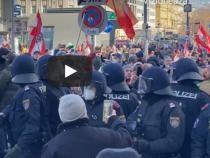 PROTEST de amploare la Viena împotriva Guvernului și a restricţiilor / Captură video: Nikola Radin WAY Youtube