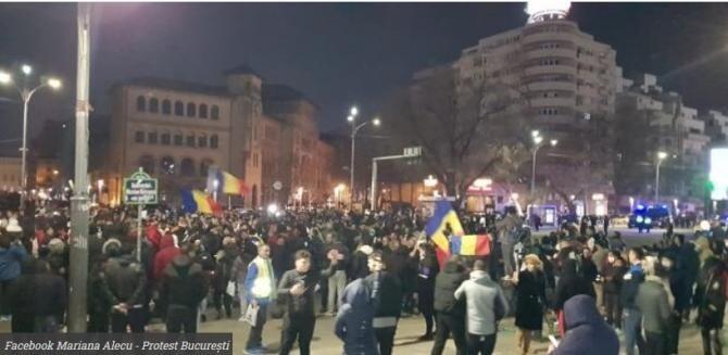 A patra seară de proteste. Oamenii se adună în Piața Universității / VIDEO