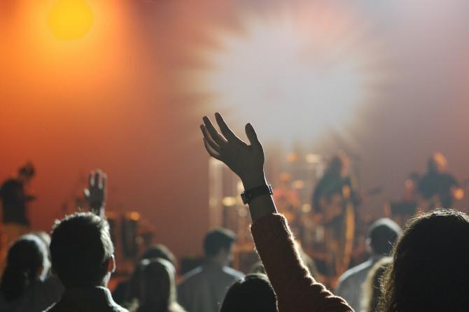 Concert în Barcelona fără obligativitatea distanţării fizice. Fanii au epuizat biletele în câteva ore