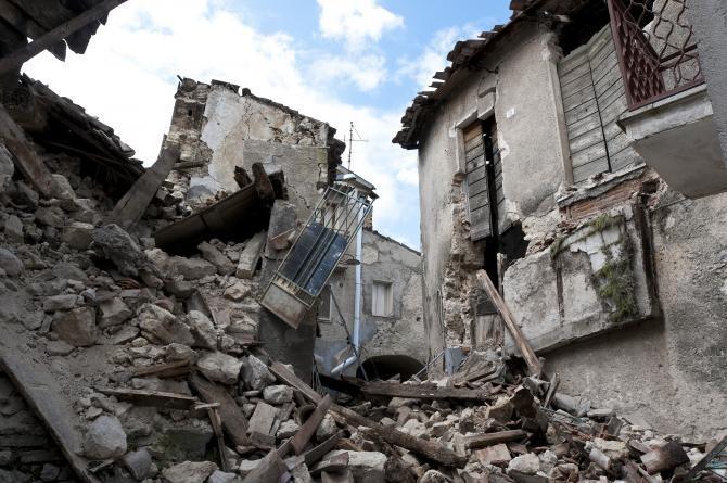 """După cutremur, muncitorii cotizau la """"Contul 1977"""", din care se finanțau reparațiile caselor și ajutorarea răniților  /  Foto cu caracter ilustrativ: Pixabay"""