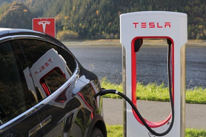 Elon Musk a anunțat că vehiculele Tesla pot fi cumpărate folosind bitcoin      /  Foto cu caracter ilustrativ: Pixabay