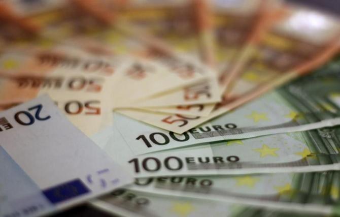 Europa trebuie să investească 300 de miliarde de euro pentru extinderea reţelei 5G (studiu)