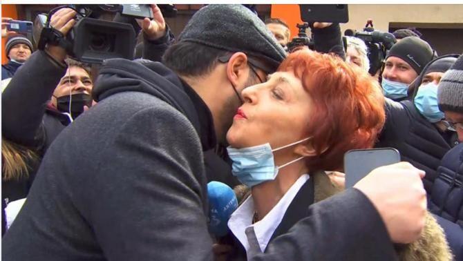"""Flavia Groșan, """"doctorul minune"""", surpriză când a ieșit de la Colegiul Medicilor: Gâdea a așteptat-o"""
