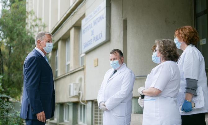 Klaus Iohannis a vizitat Institutul de Sănătate Publică în octombrie 2020, când încă mai era Național. USR vrea să-l împartă în institute regionale
