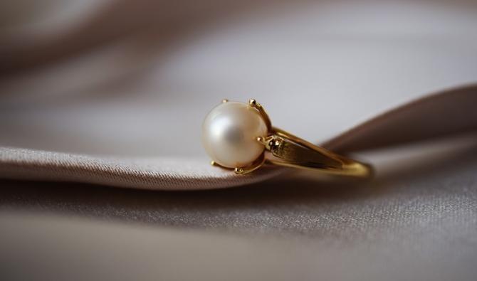 Cum poți afla dacă o bijuterie este din aur / Imagine de an_photos de la Pixabay