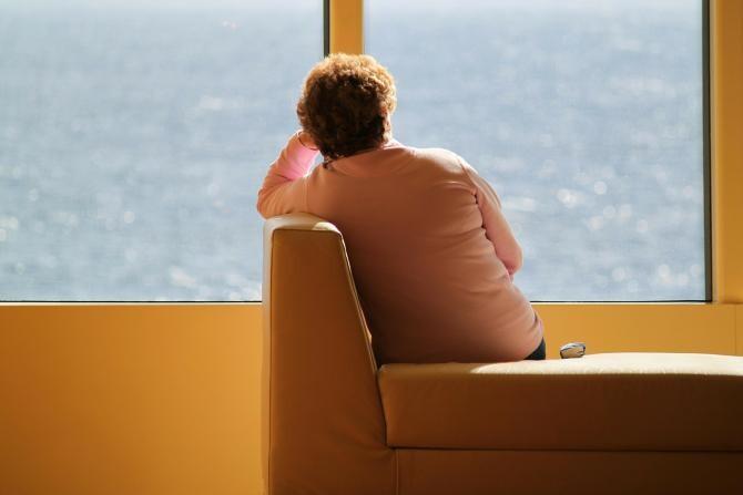 Numărul persoanelor din Marea Britanie care se simt singure s-a dublat faţă de anul trecut. Gândurile de sinucidere au crescut