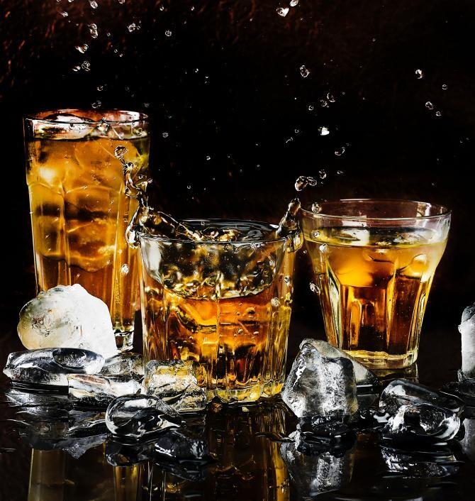 O sticlă de whisky scoţian datând din 1949, vândută la licitaţie pentru o sumă uriașă - foto