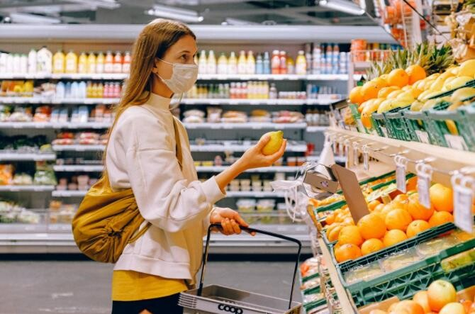 AGLOMERAȚIE în supermarketurile din Timișoara cu câteva ore înainte de intrarea în carantină / Foto Pexels