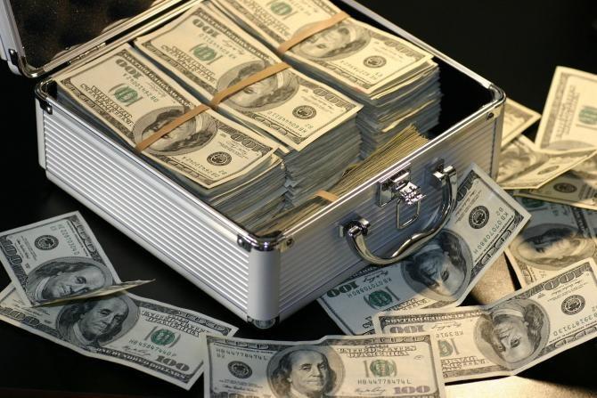 Un rus a încercat să mituiască cu 1 milion de dolari un angajat al Tesla, ca să fure secretele companiei   /  Foto cu caracter ilustrativ: Pixabay