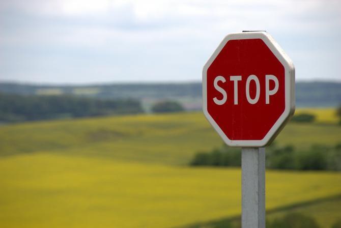 """Un șofer beat și-a """"parcat"""" camionul în zidul unei case  /  Foto cu caracter ilustrativ: Pixabay"""