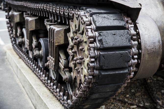 Un tanc al armatei italiene a tras, din greşeală, asupra unei ferme de pui în timpul unui antrenament