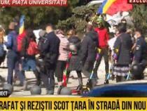 Protestatarii veniți din țară cu autocarele au ajuns în Piața Universității
