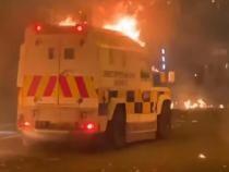 Proteste violente în Irlanda de Nord. Polițiști atacați cu pietre şi cockteiluri Molotov / Video