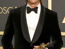 Surprinzătoarea recuperare a lui Brad Pitt: Din scaunul cu rotile pe covorul roşu la premiile Oscar / Video