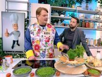 Rețetă de pui pe sticlă la cuptor cu garnitură deorezși legume, plină de savoare, vitamine și culoare / Captură Antena 1
