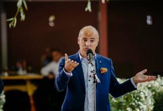 Rareş Bogdan: Voiculescu, Arafat şi Nicuşor Dan să vină în faţa coaliţiei  Sursă foto: Facebook Rareș Bogdan
