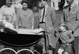 GALERIE FOTO Regina Elisabeta, povestea celor 95 de ani. Cum a ajuns Regină și de ce a primit poreclele amuzante