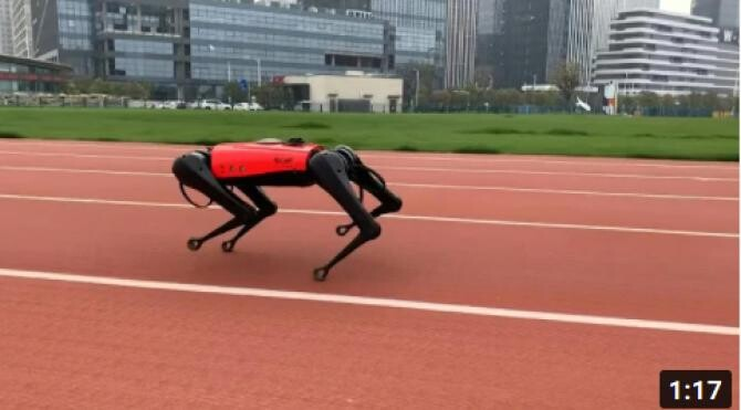 Câinele-robot AlphaDog, record mondial de viteză pentru un animal metalic / Captură Video YouTube - AFP News Agency