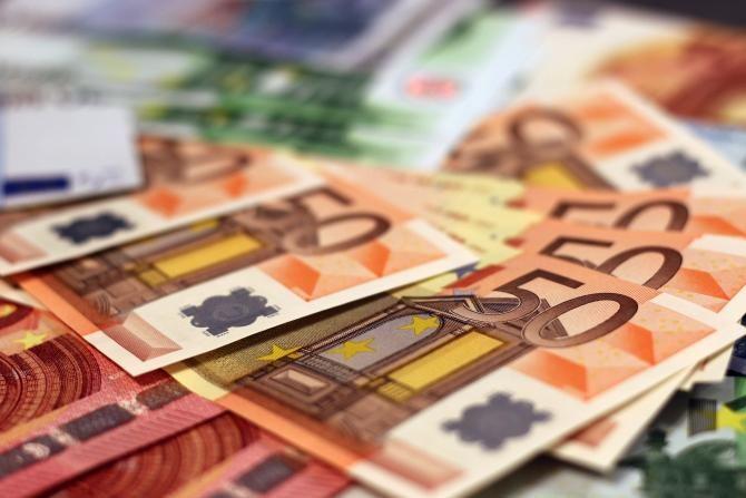 Credere: CCR va analiza marţi modificările la Legea dării în plată, care permit reechilibrarea contractelor de credit