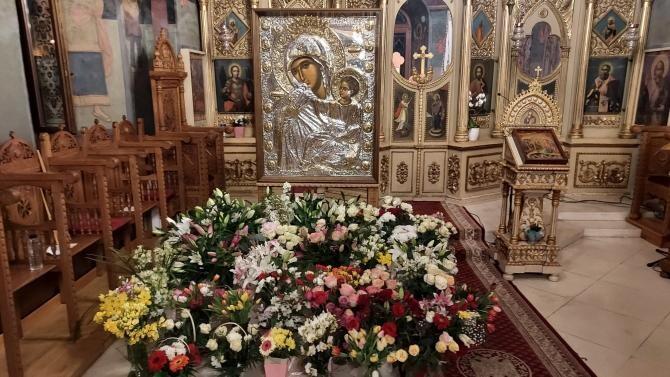 """Din luna martie a anului 2021, în Biserica """"Sfântul Nicolae"""" - Dintr-o zi, din București, a fost adusă o copie în mărime naturală a Icoanei făcătoare de minuni a Maicii Domnului Paramythia"""