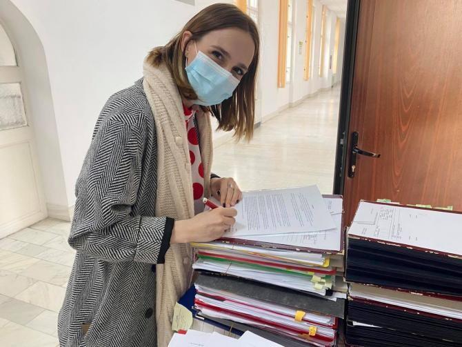 Descinderea Anei Munteanu. Jandarmii și un angajat din prefectură vor fi sancționați din cauza consilierei USR  /  Sursă foto: Facebook Ana Munteanu