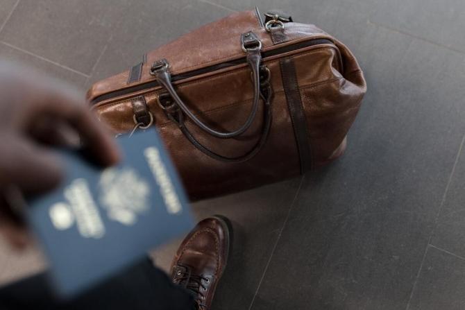 Guvernul britanic intenționează să emită 'paşapoarte COVID-19'
