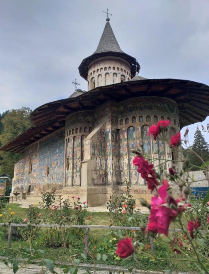 Patriarhul Daniel, distincții pentru maicile de la Voroneț FOTO DC News / Mănăstirea Voroneț