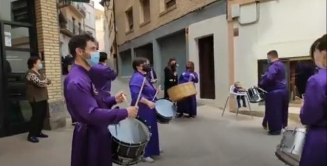 Paște catolic. Tradiţia bătutului tobelor în Spania în pofida restricțiilor - Captură video  LaComarcaTeVe