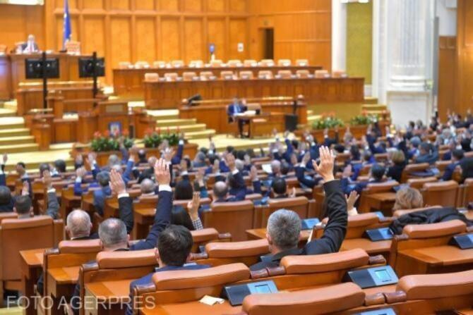 Procedura de urgenţă pentru dezbaterea proiectului de lege privind desfiinţarea SIIJ, aprobată în Senat