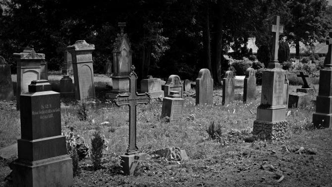 Un tânăr a fost prins la furat în cimitir  /  Foto cu caracter ilustrativ: Pixabay