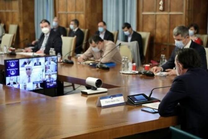 Vlad Voiculescu se uită pe Facebook și în ședințele de guvern?