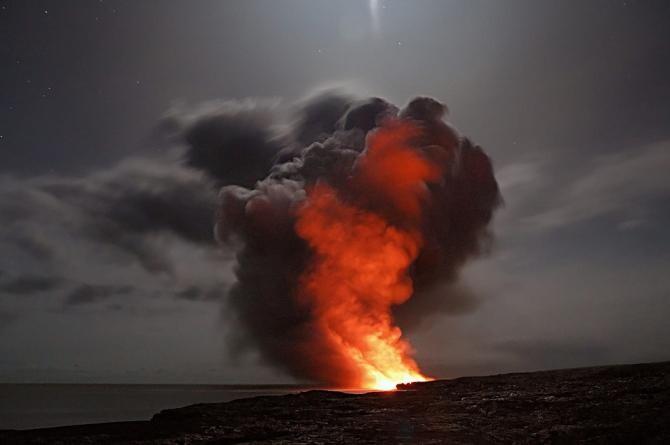 Vulcanul de pe insula Saint Vincent a erupt din nou. Coloană de fum lansată la 17 kilometri înălţime / Fotografie cu rol ilustrativ