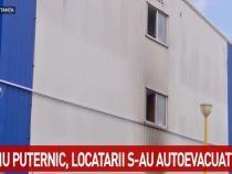 Incendiu puternic într-un bloc din Constanța. Mai multe persoane sunt blocate în interior