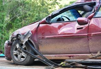 Accident cu patru morţi în judeţul Braşov. Un TIR a intrat într-o maşină