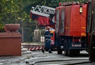 Explozie subterană în apropierea unui bloc din Constanța. Ies flăcări din pământ