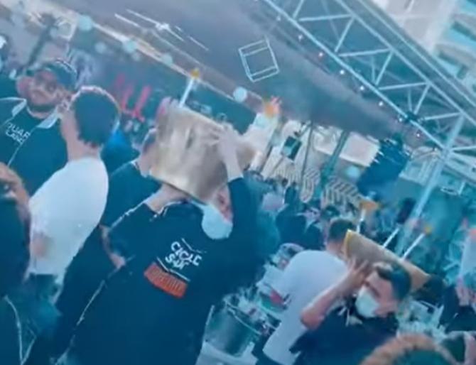 Adrian Mititelu Jr., patronul FC U. Craiova, a sărbătorit victoria echipei la Mamaia, cu cea mai scumpă șampanie    /   Sursă foto: Captură Youtube