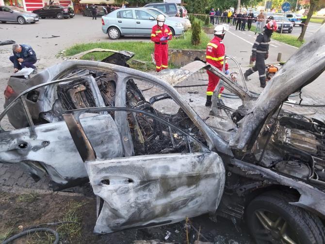 Mașină explodată la Arad. Sursă foto: ISU Arad