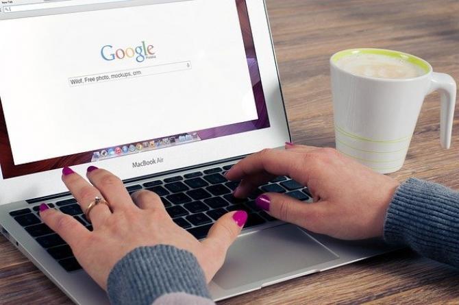 foto pixabay/ Ce caută românii pe Google. Ela Moraru, CEO Google România, detalii din culise