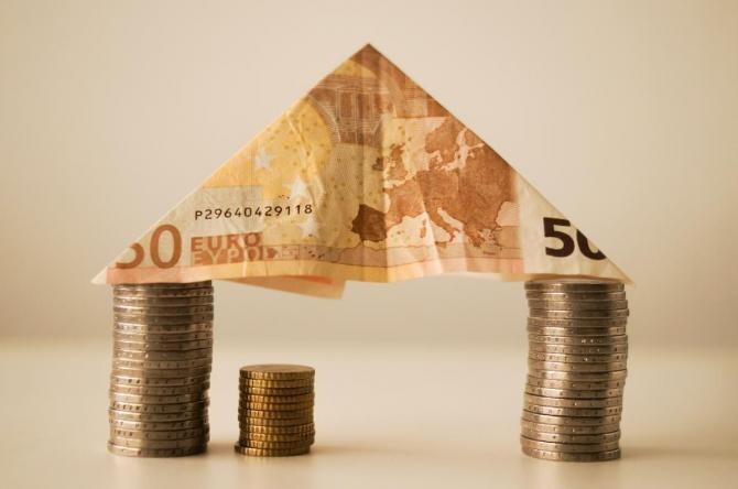 Curs valutar. Leul s-a depreciat joi în raport cu euro, dar a crescut faţă de dolar